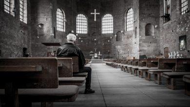 Profanacja miała miejsce w kościele św. Jana Ewangelisty w Kwidzynie. Nieznani do tej pory sprawcy połamali i zdeptali kościelny krzyż. Na tym jednak nie poprzestali. Do kropielnicy wlali alkohol! (fot.pixabay.com-poglądowe)
