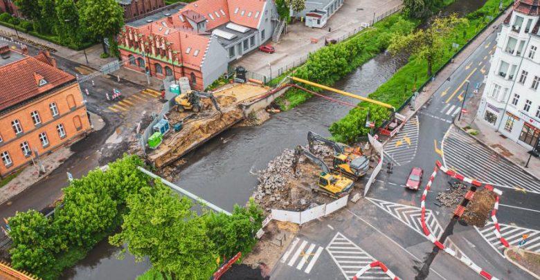 Stary most nad Kłodnicą w Gliwicach juz zburzony. Kiedy w ciągu ulicy Wrocławskiej postawią nowy most? (fot. UM Gliwice)