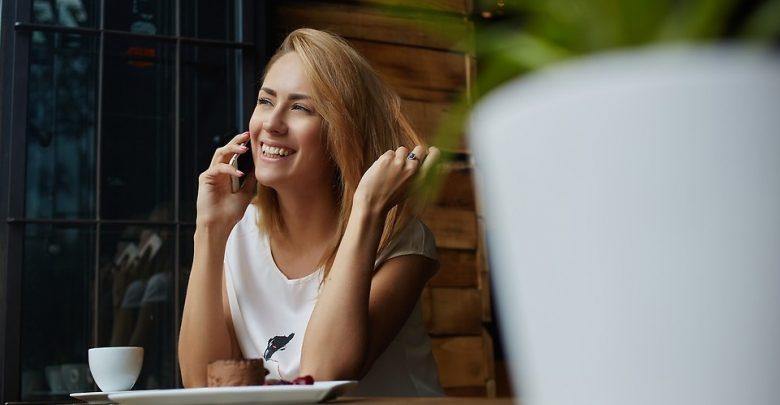 Rozmowy telefoniczne w UE będą tańsze. Niższe ceny za połączenia z Polski do krajów Unii Europejskiej