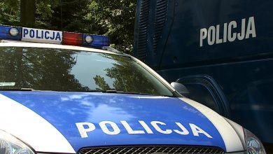 Śląskie: 6-latka wsiadła za kierownicę i potrąciła swojego dziadka i siostrę. Trafili do szpitala