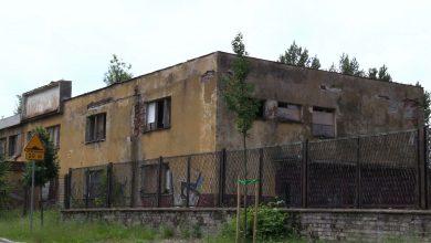 Grożący zawaleniem pustostan przy parafii św. Jacka w Gliwicach stał się dla dzieci niebezpiecznym placem zabaw