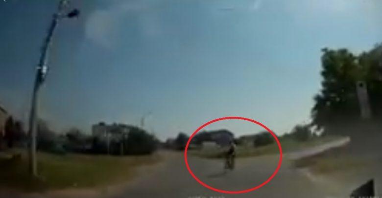 Koszmarny wypadek rowerzysty w Mysłowicach! Wszystko nagrała kamera w samochodzie!