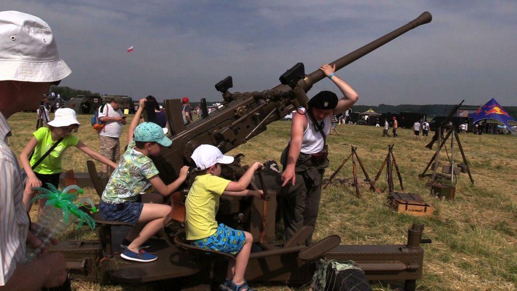 Atakujące F-16, grupa Red Bull i popisy akrobatów. Piknik lotniczy Air Show FAJERA rozgrzał Muchowiec!