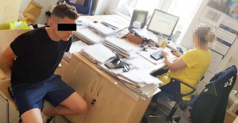 """Areszt dla licealistów oszukujących metodą """"na policjanta"""". Grozi im do 8 lat więzienia (fot.KSP)"""