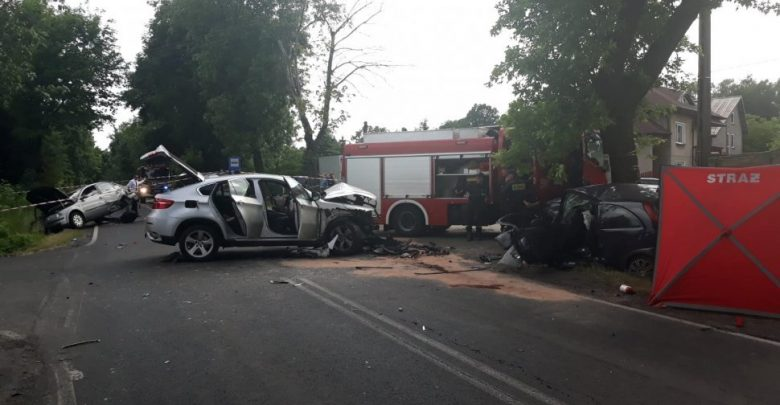 Tragiczny wypadek w Wierzchowisku pod Częstochową. W zderzeniu 3 samochodów zginęła jedna osoba (fot.KMP Częstochowa)