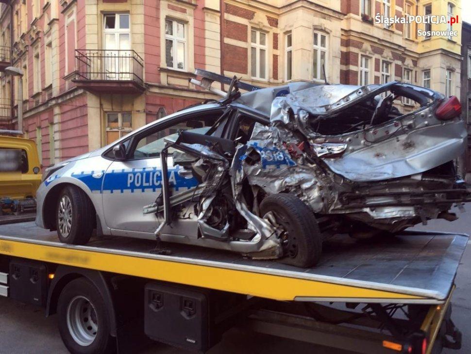 Sosnowiec: Cysterna zmiażdżyła policyjny radiowóz na S1! Są ranni! (fot.KMP Sosnowiec)