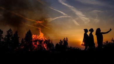 Wznoszenie i palenie olbrzymich ognisk to w Jaworznie pradawna tradycja. To Jaworznickie Sobótki (fot.Paweł Jędrusik - Fotografia)