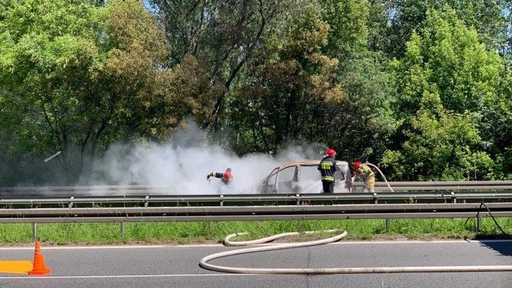 Samochód w ogniu na DK 79 W Katowicach! [WIDEO]