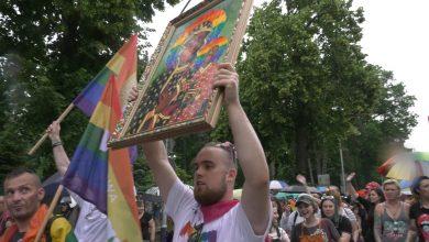 Kiedy Marsz Równości w Częstochowie spod Jasnej Góry już ruszył, nie uszedł daleko. Wszystko z powodu wizerunku Matki Boskiej Częstochowskiej z tęczą