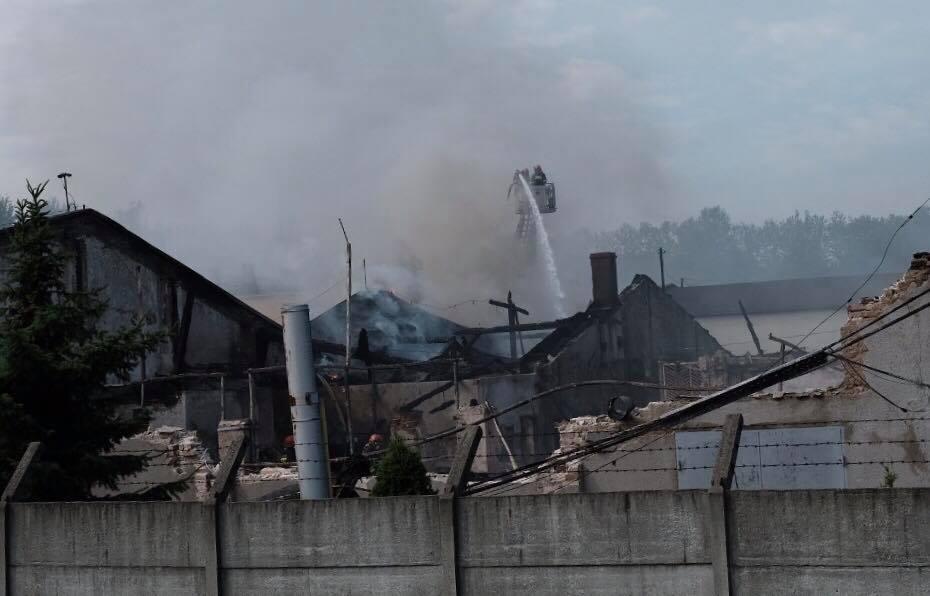 Jaworzno: Wielki pożar hal magazynowych [ZDJĘCIA] Z ogniem walczyło 80 strażaków