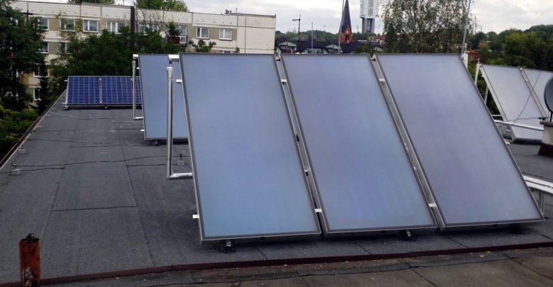 Z dotacji mogą też korzystać zainteresowani montażem instalacji fotowoltaicznej oraz przyłączem lokalu mieszkalnego do miejskiej nitki ciepłowniczej. [fot. poglądowa / UM Ruda Śląska]
