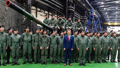 W gliwickim Bumarze-Łabędy modernizowane będą dla polskiej armii czołgi T-72. Umowa podpisana dzisiaj przez szefa resortu obrony to 1,75 mld złotych (fot.MON)