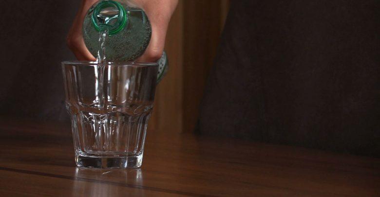 Po interpelacji Rafała Wypiora w Rudzie Śląskiej część butelek plastikowych została zastąpiona szklanymi. Nie wszyscy jednak np. podczas obrad rady miasta decydują się na kranówkę