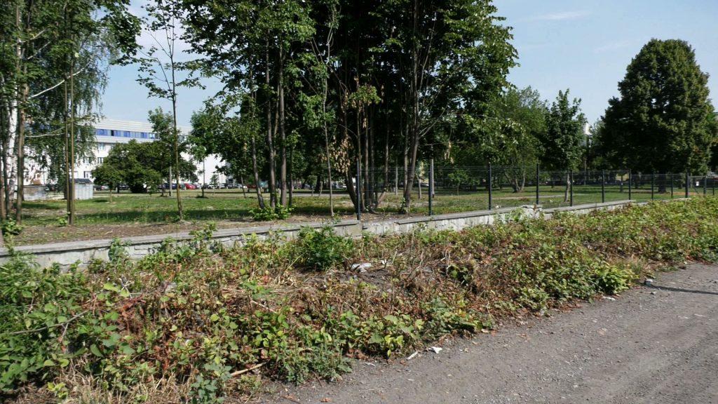 Zostało po nim tylko tyle... w nocy z wtorku na środę zniknęła część nowego ogrodzenia Szpitala Miejskiego w Rudzie Śląskiej