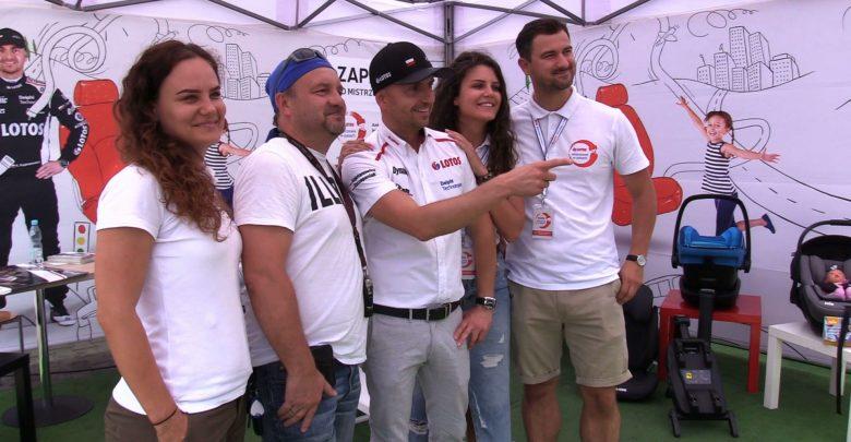 W Bielsku-Białej ksiądz, a w Katowicach rajdowy mistrz Polski. Kajetan Kajetanowicz zwracał uwagę kierowcom na obowiązek zapinania pasów bezpieczeństwa