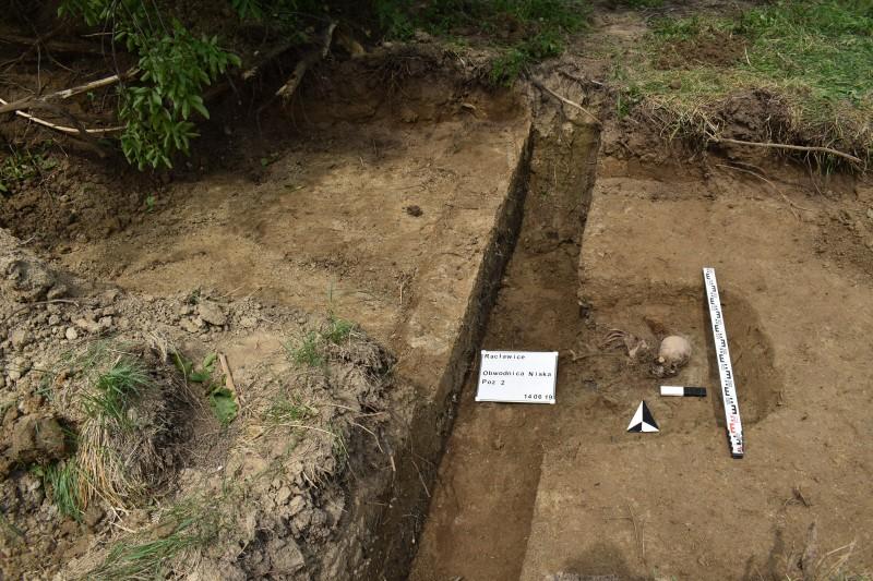 Szczątki żołnierzy odkryte podczas prac przy budowie obwodnicy [ZDJĘCIA] (fot.GDDKiA Rzeszów)