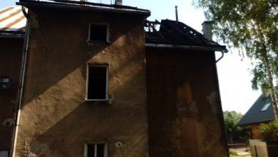 Pożar kamienicy w Bielsku-Białej. Trzy osoby trafiły do szpitala (fot. KMP Bielsko-Biała)
