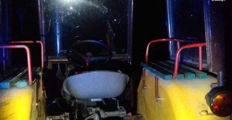 Kompletnie pijany traktorzysta wiózł pięć osób. Do tego nie miał prawa jazdy