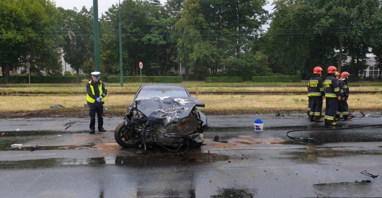 Tragiczny wypadek w Dąbrowie Górniczej. Jeden kierowca zginął, drugi był pijany (fot.Śląska Policja)