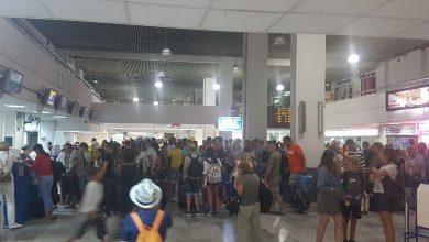 Koszmar polskich turystów na Krecie. Od wielu godzin koczują na lotnisku(fot.alarm@tvs.pl)