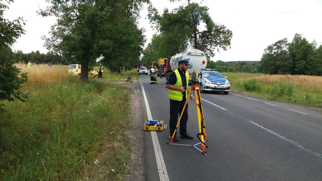 Śląskie: Śmiertelny wypadek pod Lublińcem! 81-latek wjechał pod cysternę! (fot.Paweł Smalcerz)