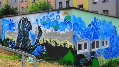 """Wodociągi z Jaworzna zrobiły """"wodne graffiti"""". Bo ktoś niszczył elewację [ZDJĘCIA]"""