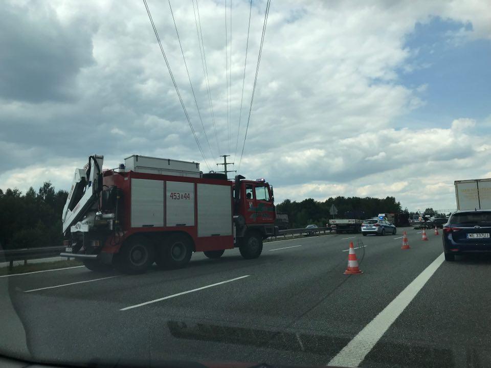 Autostrada A1 zablokowana! Ciężarówka z węglem wywróciła się w Knurowie! (fot.Paweł Jędrusik)