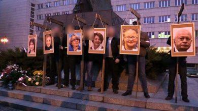 Powiesili zdjęcia europosłów na szubienicach. Do tej pory nikt ze sprawców nie ma zarzutów!