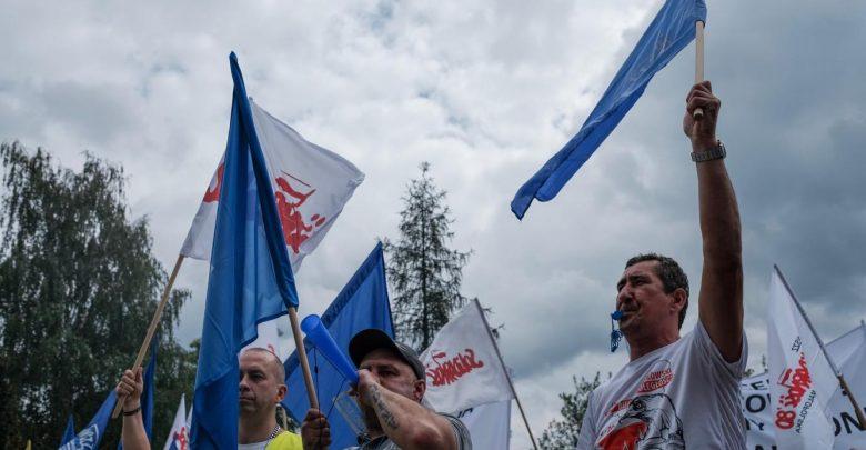 Związkowcy z ArcelorMittal protestują w Dąbrowie Górniczej! Nie chcą dopuścić do wyłączenia pieca! [WIDEO]