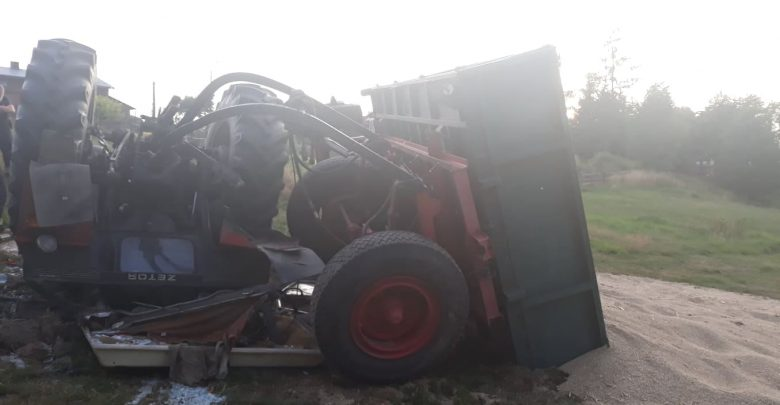 Koszmarny wypadek w Mikołowie. Przewracający się rolniczy ciągnik przygniótł mężczyznę, oraz jego kilkuletniego wnuczka zdjęcie: Ochotnicza Straż Pożarna Paniowy