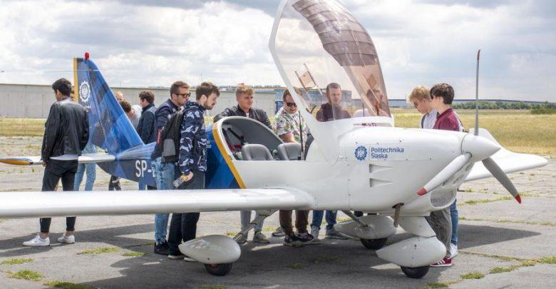 Studenci - przyszli lotnicy - będą mieli do dyspozycji maszyny Aero AT-3. To polskiej produkcji dwumiejscowy samolot szkolno-treningowy i turystyczny, certyfikowany przez Europejską Agencję Bezpieczeństwa Lotniczego EASA (foto.M. Mutwil/PŚ/UM Gliwice)