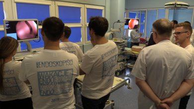 Pierwsze takie kursy w Polsce. Młodzi lekarze rozpoczynają przygodę z endoskopią przewodu pokarmowego [WIDEO] (fot.mat.TVS)