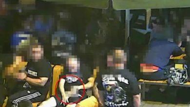 SZOK! Kibic Piasta Gliwice wyjął penisa w McDonaldzie i nim machał (fot.youtube.com)