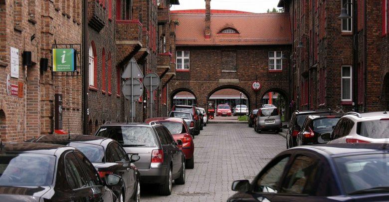 Mieszkańcy chcą zamknięcia Nikiszowca! Zabytkowa dzielnica rozjeżdżana przez samochody!