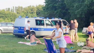 Uciekali przed policją i wjechali na plażę pełną ludzi. Nie wiadomo, kto prowadził BMW. Wszyscy pijani (fot.policja.pl)