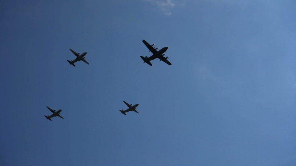 Myśliwce F-16 czy transportowce typu CASA przeleciały dzisiaj nad Katowicami. To część defilady z okazji Święta Wojska Polskiego i 100-lecia Powstań Śląskich