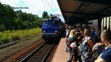 Oblężone pociągi, chaos komunikacyjny – nie takiego scenariusza spodziewali się mieszkańcy województwa, kiedy wczoraj od rana próbowali dostać się do Katowic na defiladę