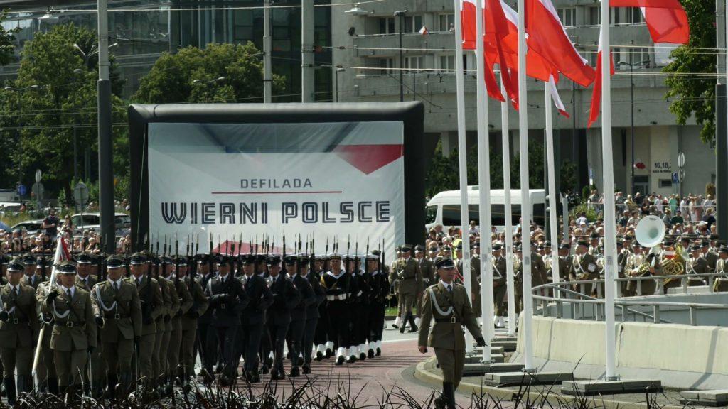 Defiladę w Katowicach oglądało 200 tys osób.