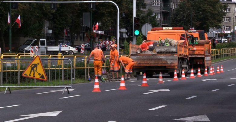 Katowice: Trwa szacowanie szkód po defiladzie. Czołgi zniszczyły krawężniki, ludzie zieleń