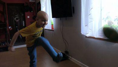 Patrząc na Filipa, trudno uwierzyć, że jest bardzo ciężko chory. Rodzice już 2 lata temu usłyszeli druzgocącą diagnozę – złośliwy nowotwór mózgu – medulloblastoma anaplastyczna z rozsiewem w głowie i kanale kręgowym