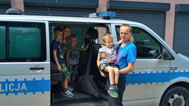 Będzińscy policjanci spełnili marzenie chorego Kubusia. Chłopczyk chciałby zostać w przyszłości policjantem (fot.Śląska Policja)
