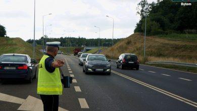 """Od dziś więcej patroli na drogach. Trwa akcja """"Bezpieczny Weekend"""" (fot.KMP Bytom)"""