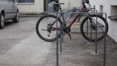 Stojaki na rowery ze starych pieców - tzw. kopciuchów to już hit! (fot.mat.pras)