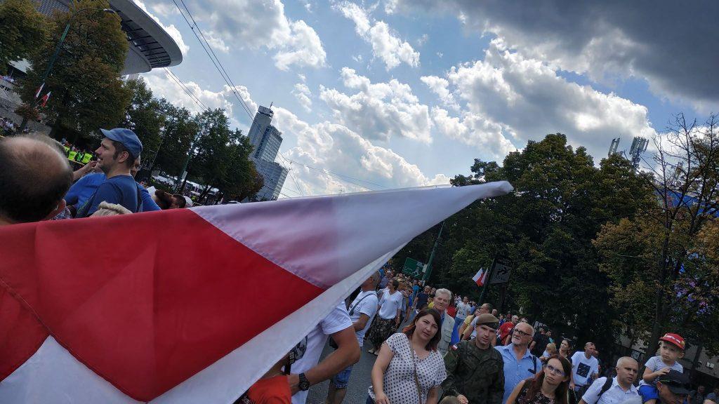 Organizatorzy spodziewają się dzisiaj ponad 100 000 ludzi na trasie defilady z okazji Święta Wojska Polskiego. Spora część tego tłumu już zameldowała się na trasie defilady