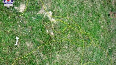 Wyciągał robaki z ziemi i został porażony prądem. 58-latek zmarł (fot.Policja Lubelska)