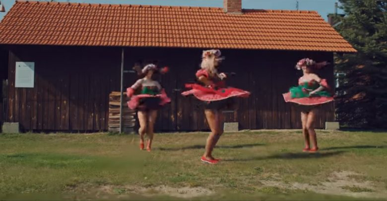 """""""Mama ostrzegała"""" to nowy hit pielgrzymek na Jasną Górę! [WIDEO] (fot. youtube.com/Daj to głośniej)"""
