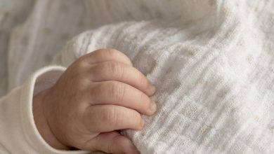 9-dniowe dziecko wypadło z nosidełka. Było pod opieką pijanej matki (fot.pogądowe/www.pixabay.com)