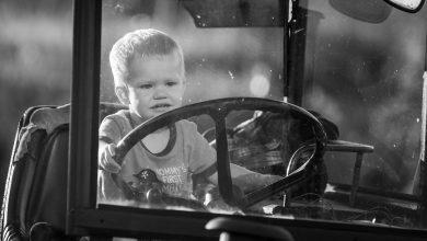 Uruchomił ciągnik i wpadł pod jego koła. Nie żyje 2,5-letni chłopiec (fot.poglądowe/www.pixabay.com)
