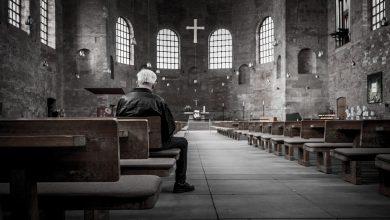 10 tys. złotych grzywny dla księdza, który dla kilkudziesięciu osób odprawił mszę w Niedzielę Palmową. [fot. www.pixabay.com]