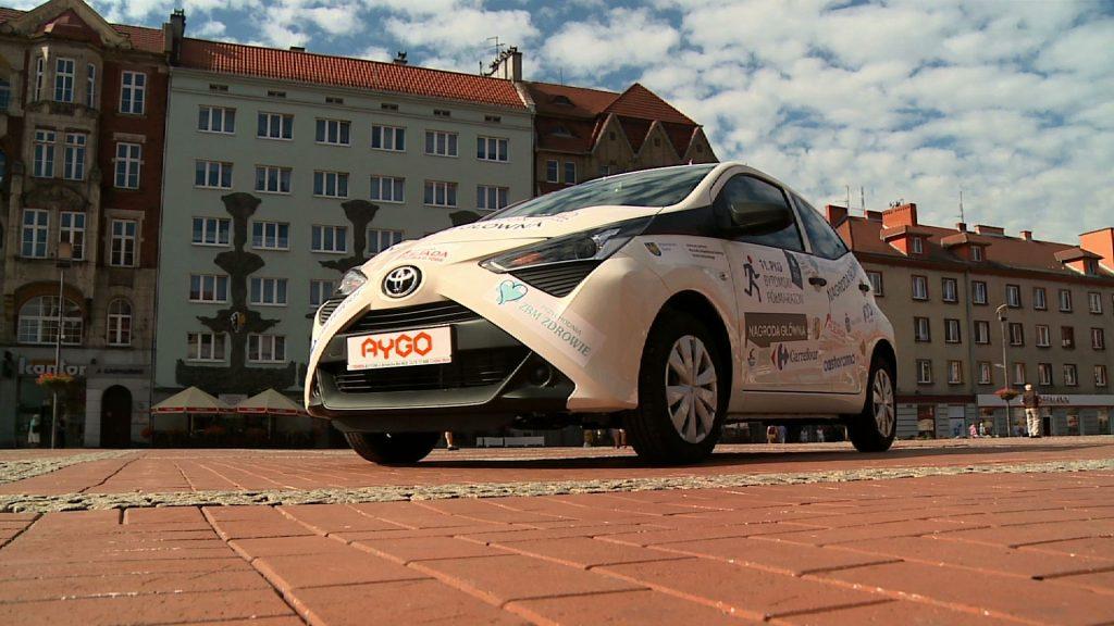 Pomiędzy wszystkimi zawodnikami rozlosowany zostanie samochód osobowy - w tym roku jest to Toyota Aygo!